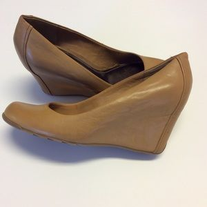 KENNETH COLE Tan Leather Wedge Heels 3 Inches